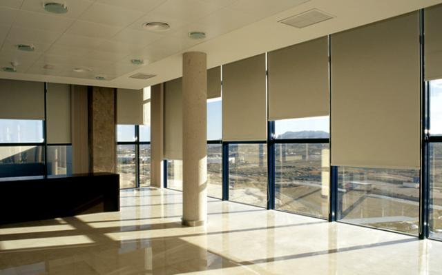 Cortinas roller en la oficina - Cortinas verticales para oficinas ...